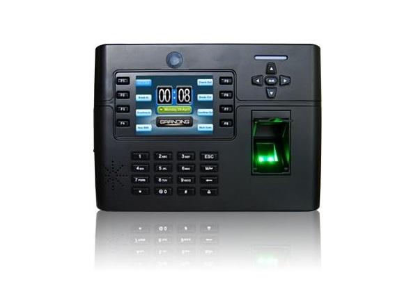 Máy chấm công vân tay và thẻ cảm ứng kiểm soát cửa ra vào GIGATA TFT 900