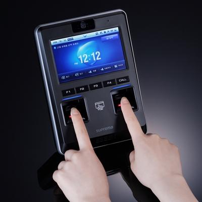 Máy chấm công nhận dạng khuôn mặt, vân tay và thẻ SUPERMA D-Station DSM-OC