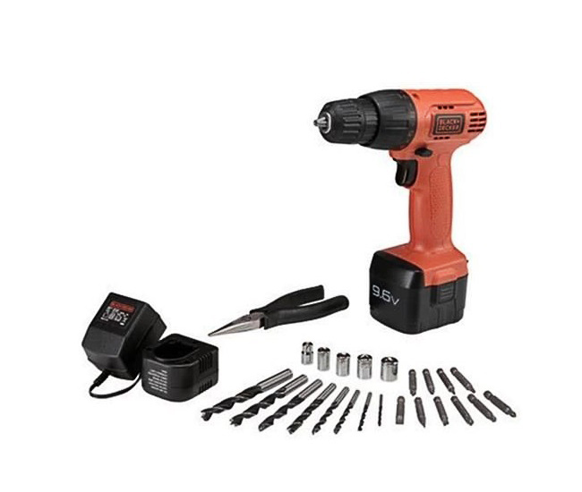 Drilling and screwing machine using 9.6V Black & Decker CD961PK battery